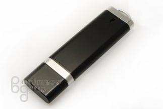 Черная пластиковая флешка с хромовыми вставками
